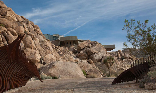 ribcage-skeleton-house-unearthed-in-the-desert-for-sale-6.jpg