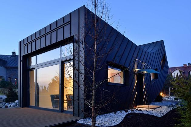 small-home--large-statement-vertically-curved-facade-16-exterior.jpg