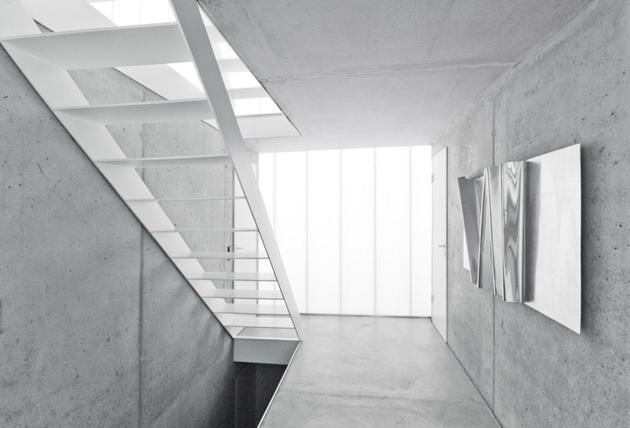 tall-minimalistic-hillside-house-built-from-concrete-12-hallway.jpg