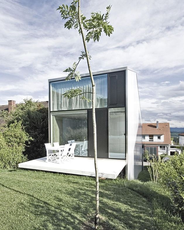 tall minimalistic hillside house built from concrete 2 deck yard thumb autox784 41734 Tall Minimalistic Hillside House Built From Concrete