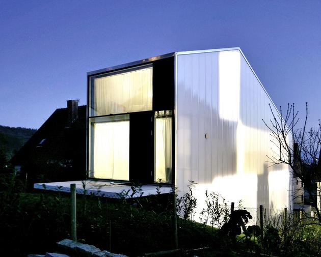 tall-minimalistic-hillside-house-built-from-concrete-3-night-panels.jpg