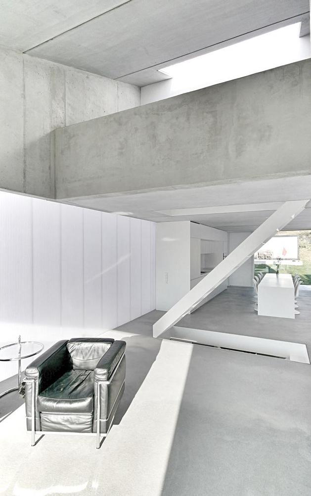 tall-minimalistic-hillside-house-built-from-concrete-4-main-floor.jpg