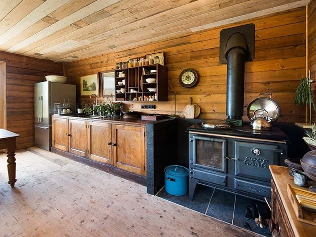 vintage-country-cottage-clear-finished-wood-interiors-6-kitchen.jpg