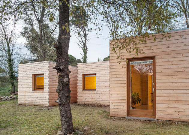 6-prefabricated-wood-boxes-1-energy-efficient-house-6-living.jpg