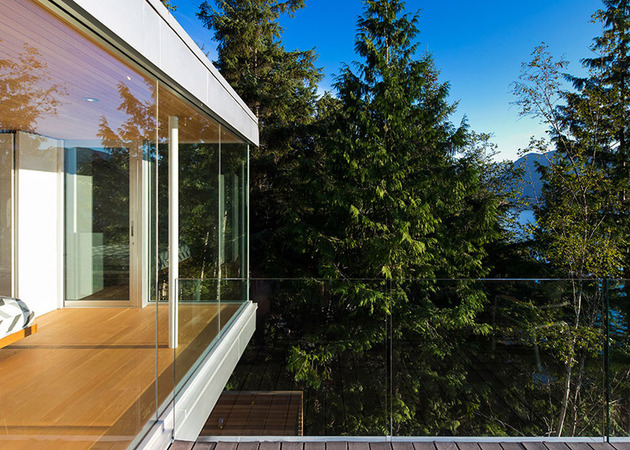 cantilevered-contemporary-escape-in-canadian-wilderness-4-glass-railing.jpg