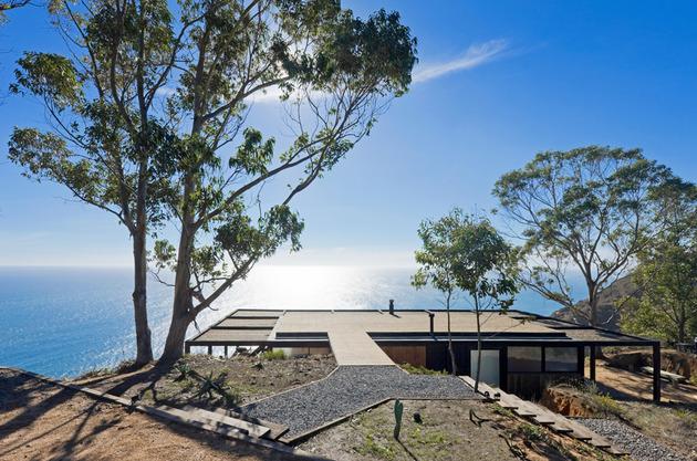coastal house bluff designed blend landscape 2 thumb 630xauto 44306 Coastal House on Bluff Designed to Blend into Landscape