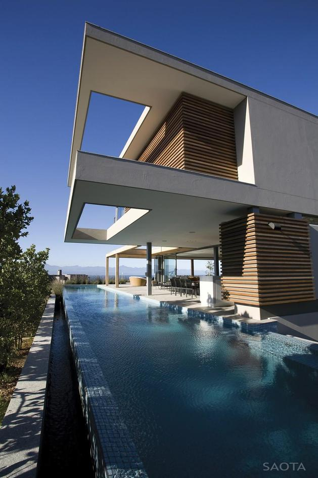 home-embraces-indoor-outdoor-lifestyle-steps-down-slope-17-pool.jpg