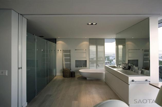 home-embraces-indoor-outdoor-lifestyle-steps-down-slope-24-ensuite.jpg