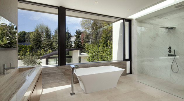 home-glass-screen-water-features-entry-courtyard-22-ensuite.jpg