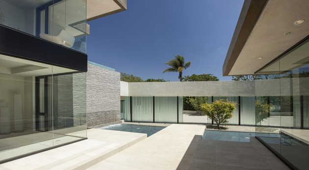 home-glass-screen-water-features-entry-courtyard-6-courtyard.jpg