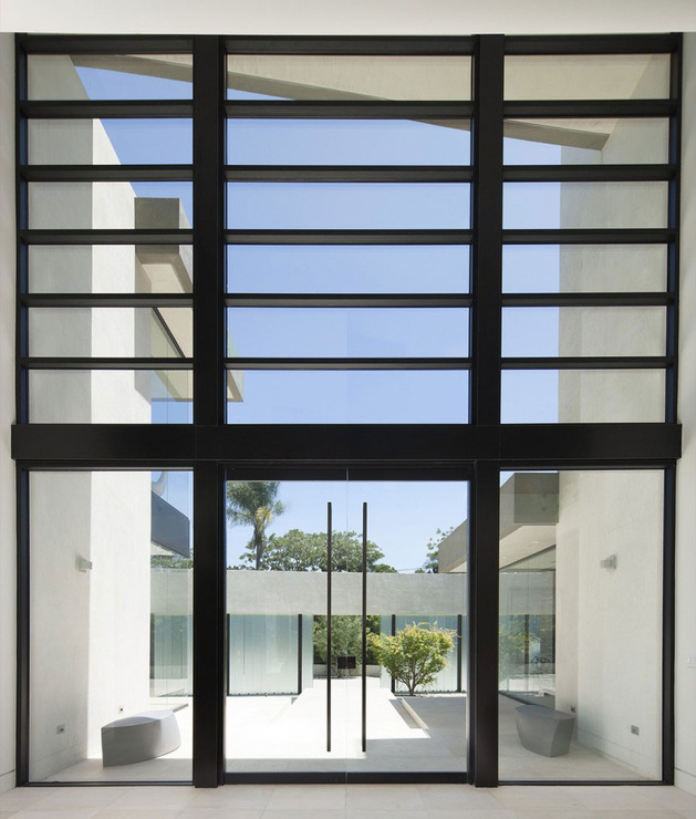 home-glass-screen-water-features-entry-courtyard-8-foyer.jpg