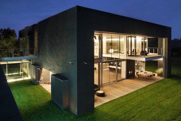 house-closes-concrete-cube-covering-glazed-areas-12-deck.jpg