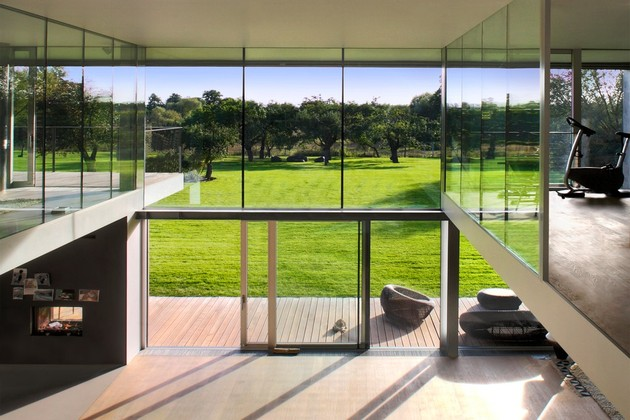 house-closes-concrete-cube-covering-glazed-areas-13-deck.jpg