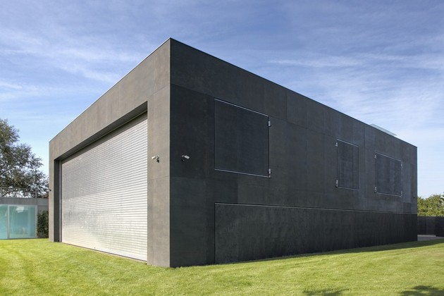 house-closes-concrete-cube-covering-glazed-areas-18-gate.jpg
