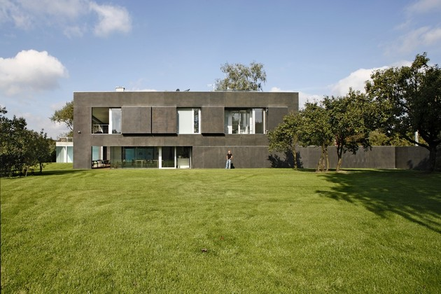 house-closes-concrete-cube-covering-glazed-areas-7-open.jpg