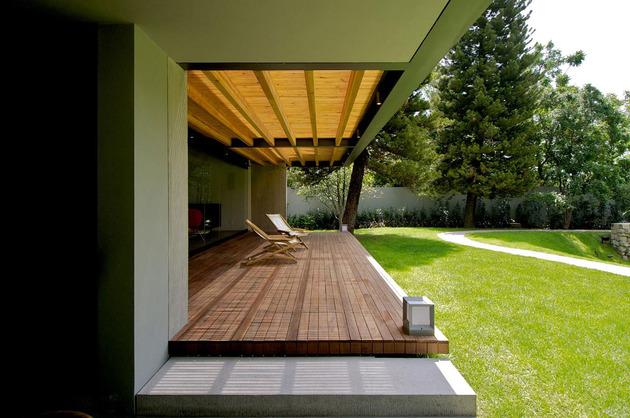 indoor-outdoor-zones-accentuated-vertical-gardens-11-terrace.jpg