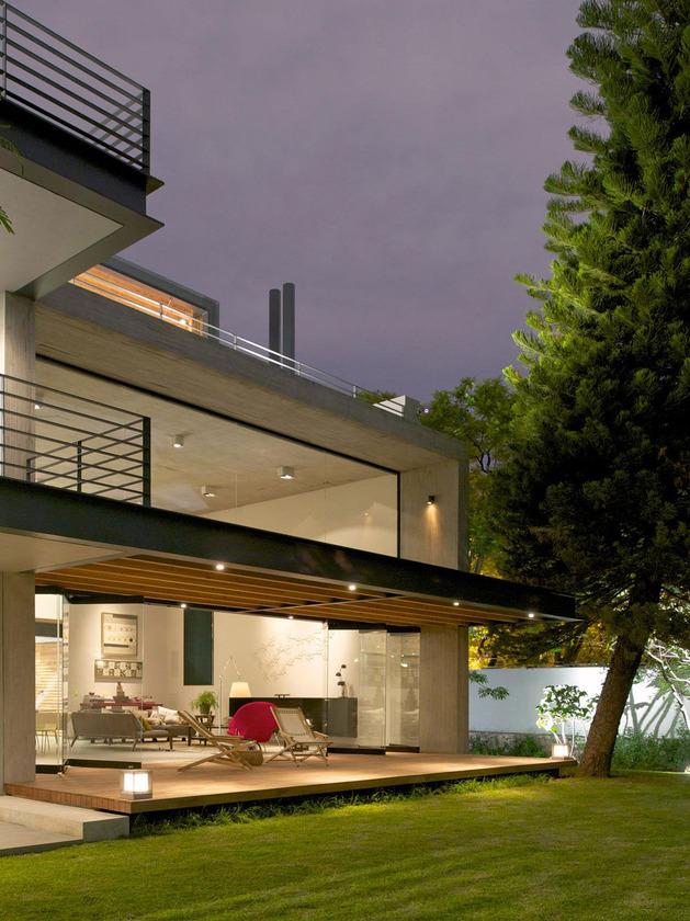 indoor-outdoor-zones-accentuated-vertical-gardens-12-terraces.jpg
