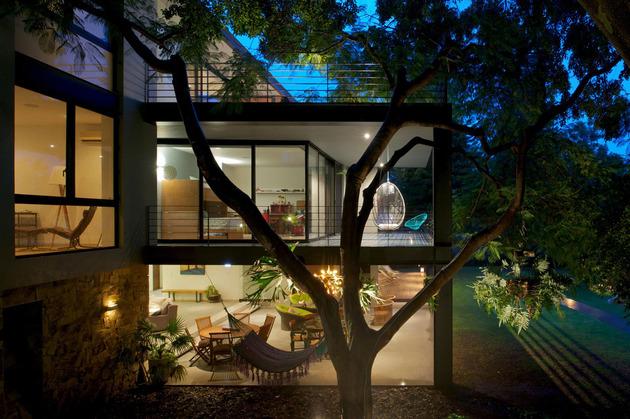 indoor-outdoor-zones-accentuated-vertical-gardens-14-side.jpg