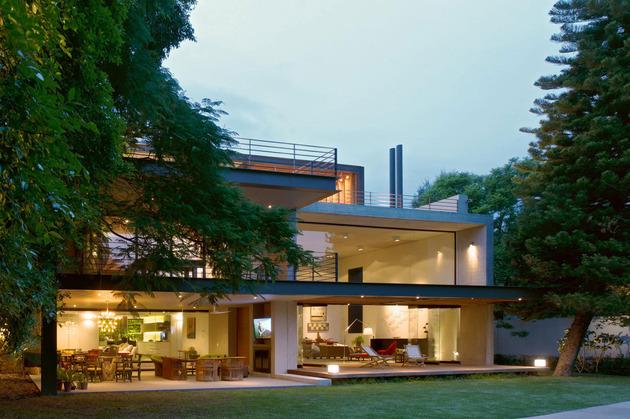 indoor-outdoor-zones-accentuated-vertical-gardens-15-outdoor.jpg