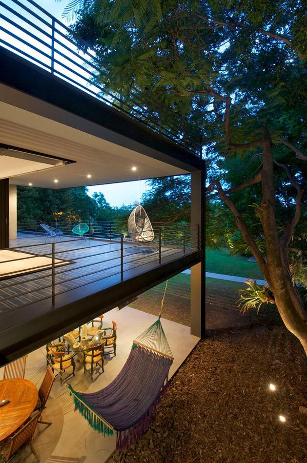 indoor-outdoor-zones-accentuated-vertical-gardens-16-hammock.jpg