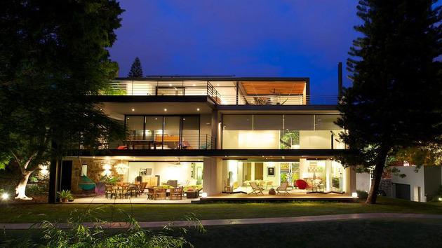 indoor-outdoor-zones-accentuated-vertical-gardens-21-back.jpg