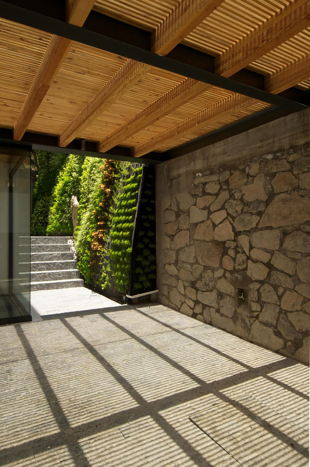 indoor-outdoor-zones-accentuated-vertical-gardens-5-garage.jpg