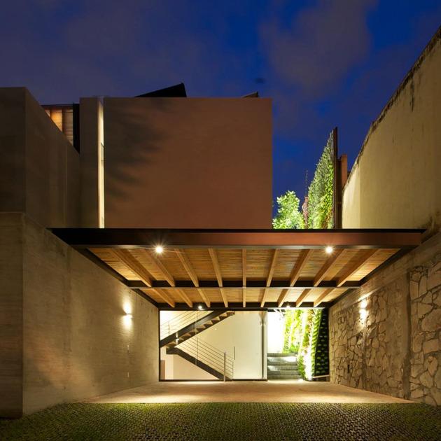 indoor-outdoor-zones-accentuated-vertical-gardens-6-carport.jpg