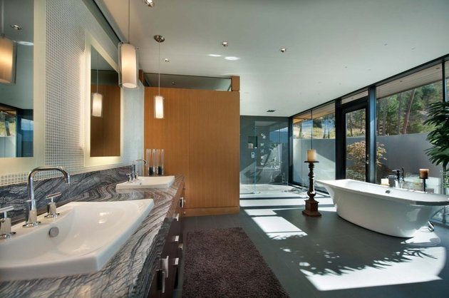 its-all-details-beautiful-lakeside-home-12-bath.jpg