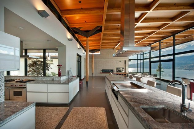 its-all-details-beautiful-lakeside-home-15-kitchen.jpg