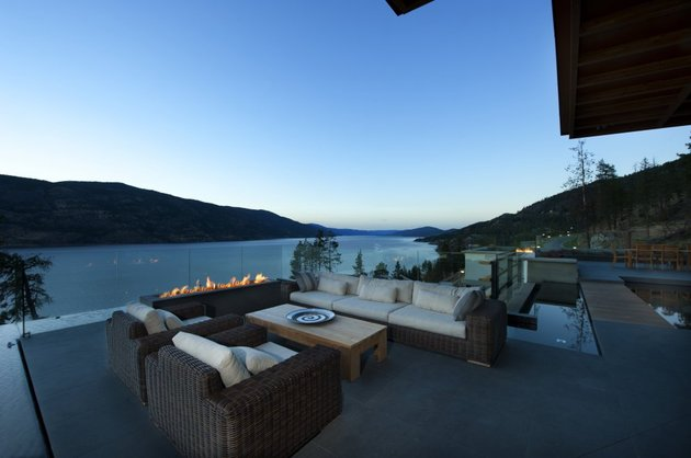 its-all-details-beautiful-lakeside-home-5-outdoor-lounge.jpg