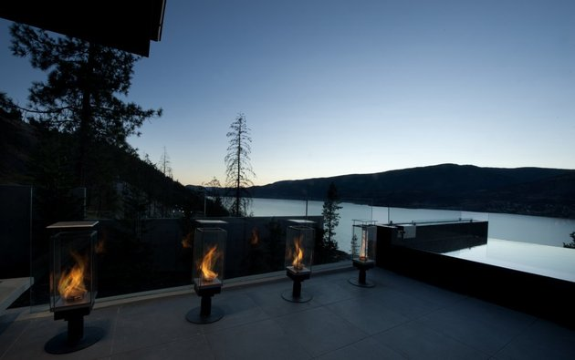 its-all-details-beautiful-lakeside-home-6-fire.jpg