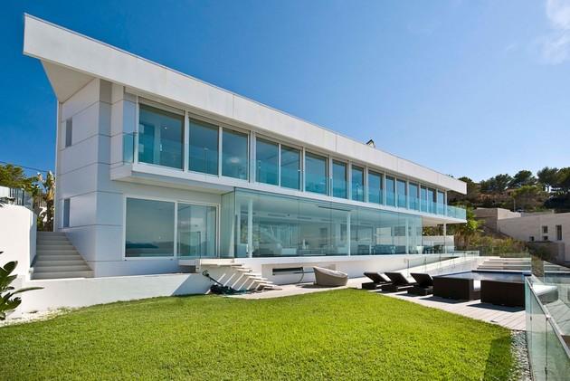 mallorca paradise behind glass walls 1 thumb 630xauto 44567 Mallorca Resort Style Villa is a Seafront Paradise