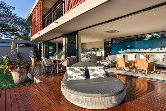 saturated-blues-pool-interiors-lush-green-landscape-19-outdoor-lounger.jpg