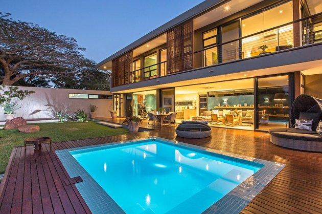 saturated-blues-pool-interiors-lush-green-landscape-20-pool.jpg