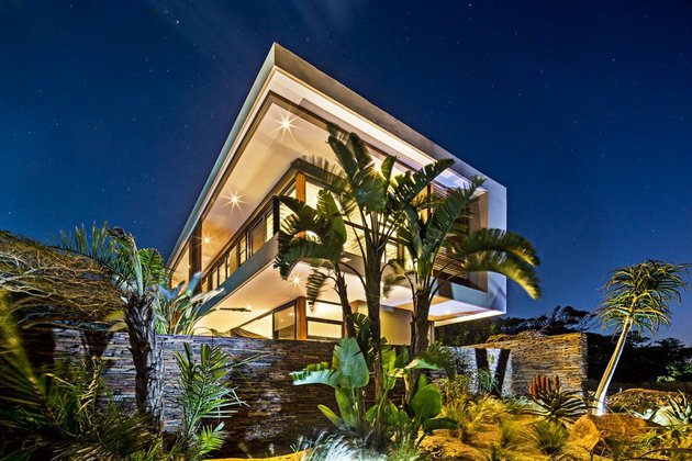 saturated-blues-pool-interiors-lush-green-landscape-23-corner.jpg