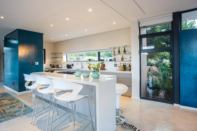 saturated-blues-pool-interiors-lush-green-landscape-8-kitchen.jpg