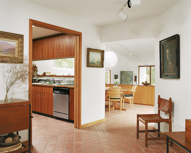 spine-module-home-clips-together-conforming-landscape-8-kitchen.jpg