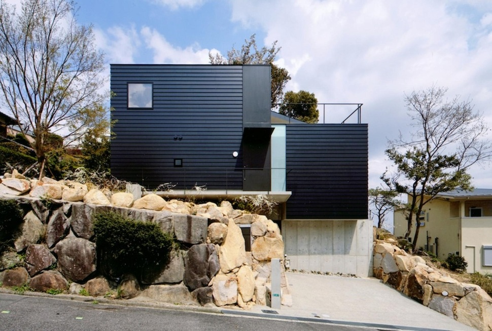 Steep slope house with bookshelf lined interior Building on a lot
