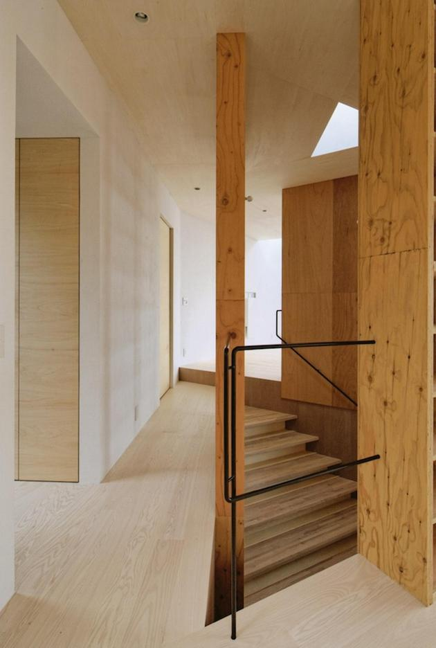 steep-slope-house-with-bookshelf-lined-interior-9-stairs-passageway.jpg