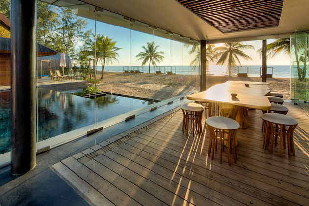 ultimate-ultramodern-seaside-getaway-villa-with-restaurant-11-dining-room.jpg