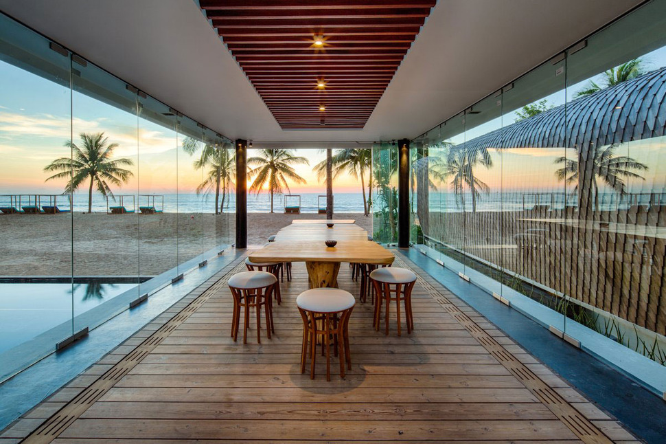 Ultimate Ultramodern Seaside Getaway Villa With Restaurant