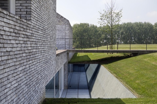 ultramodern-house-made-from-twin-traditional-structures-10-walkway-bridge.jpg