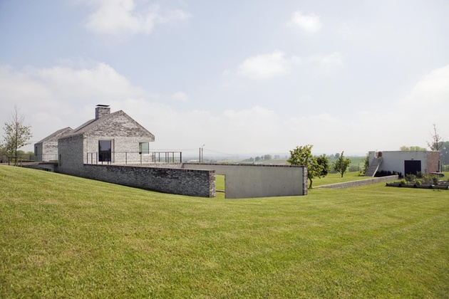 ultramodern-house-made-from-twin-traditional-structures-12-lawn-outbuilding.jpg
