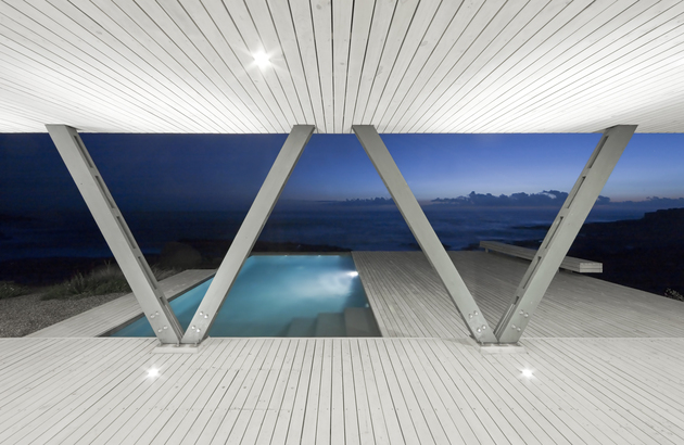 angled-support-columns-create-vs-vacation-home-8-pool.jpg