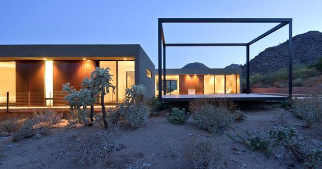 desert-house--viewing-platform-pool-11-guest-bed.jpg