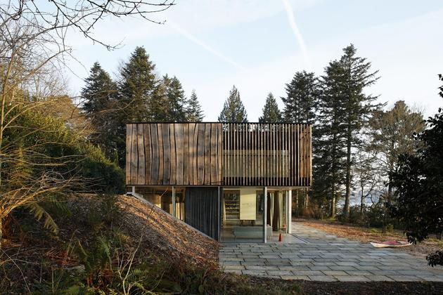glass living edge wood clads house contrasts 2 site thumb 630xauto 45767 Living Edge Wood clad House Surprises with Creativity