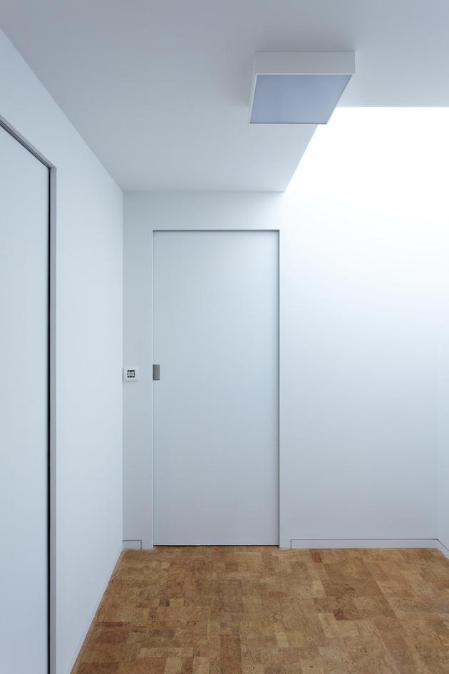 glass-living-edge-wood-clads-house-contrasts-24-hall.jpg