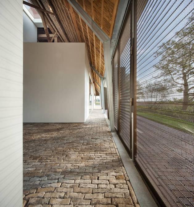 historic-dutch-farm-buildings-hide-modern-homes-11-configurable-walls.jpg