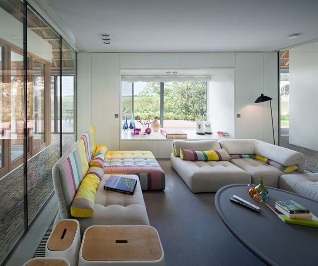 historic-dutch-farm-buildings-hide-modern-homes-13-living-room.jpg