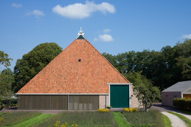 historic-dutch-farm-buildings-hide-modern-homes-4-main-house-closed.jpg